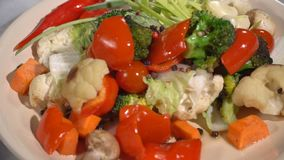 Guisado vegetal en la tabla servida metrajes
