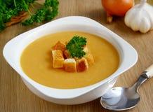_ guisante poner crema sopa. fotografía de archivo libre de regalías