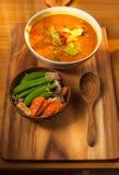 Guisantes de nieve del cerdo y del sofrito del curry del coco con la zanahoria con el Shiitake y el cerdo Fotografía de archivo
