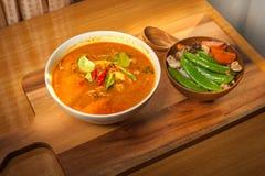 Guisantes de nieve del cerdo y del sofrito del curry del coco con la zanahoria con el Shiitake y el cerdo Fotos de archivo