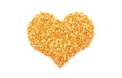 Guisantes partidos del amarillo en una forma del corazón Foto de archivo