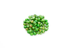 Guisantes verdes cubiertos sal de la carne asada Imágenes de archivo libres de regalías