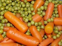 Guisantes y zanahorias Imágenes de archivo libres de regalías