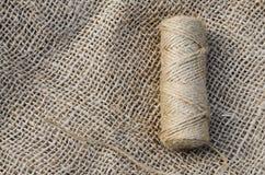 Guita y arpillera del yute de la madeja Imagen de archivo