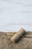 Guita y arpillera del yute de la madeja Foto de archivo