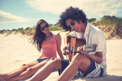 Guitar beach couple Royalty Free Stock Photo