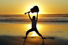 Guitar player on the beach Royalty Free Stock Photography
