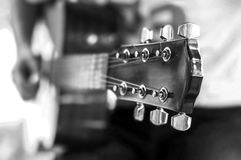 Guitar player playing song outdoor, Black and White Royalty Free Stock Photos