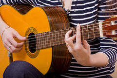 Guitar plays Royalty Free Stock Photography