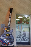 Guitar and shop window in Memphis Royalty Free Stock Images