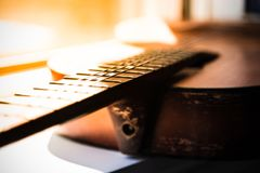 Guitare âgée par plan rapproché Image stock