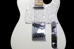 Guitare électrique blanche de corps solide avec le cou d'érable Image libre de droits