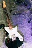 Guitare électrique dans le studio d'enregistrement sonore Photos libres de droits