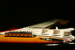 Guitare électrique de vintage sur le fond noir Photographie stock