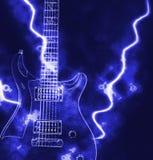 Guitare électrique et rayon de lumière Photographie stock libre de droits