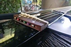 Guitare électrique Fin vers le haut Guitare électrique arrière Photographie stock libre de droits