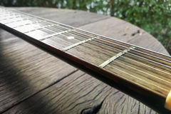 Guitare électrique Fin vers le haut Guitare électrique arrière Photos stock
