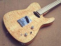 Guitare électrique piquée de Tejas T d'érable photographie stock libre de droits