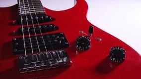 Guitare électrique rouge Contrôle du volume commute l'animation rotation banque de vidéos