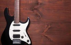 Guitare électrique sur la table Image libre de droits