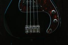 Guitare électrique sur une surface en bois Images stock
