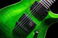Guitare électrique verte photographie stock libre de droits
