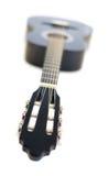 Guitare acoustique classique d'isolement sur un fond blanc Photos stock