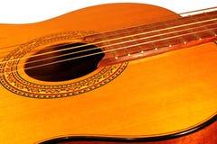 Guitare acoustique sur le fond blanc Images stock
