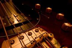 Guitare basse électrique, plan rapproché photographie stock libre de droits