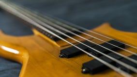 Guitare basse de la chaîne de caractères 5 Image stock