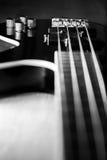 Guitare basse noire classique illustration de vecteur