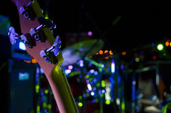Guitare basse sur l'étape Images stock