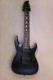 Guitare d'électro de ficelle du noir huit Photo stock