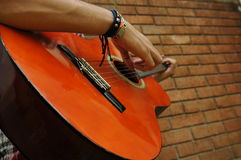 Guitare d'hommes Image stock