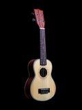 Guitare d'ukulélé d'Hawaï d'isolement sur le fond noir image libre de droits