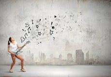 Guitare de jeu de fille Images libres de droits