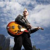 Guitare de jeu punke. images libres de droits