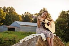 Guitare de pays de fille Photo stock