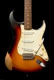 Guitare de Stratocaster de cru photos stock