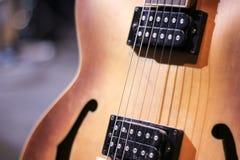 Guitare en bois Images libres de droits