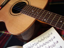 Guitare et notes Images libres de droits