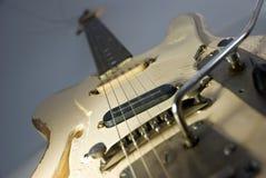 Guitare fortement utilisée. Image stock