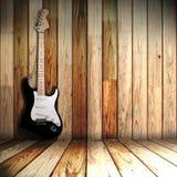 Guitare nella vecchia stanza Fotografie Stock
