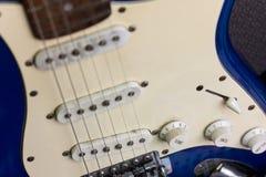 Guitare, noir et blanc électriques et vieux Image stock