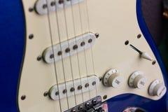 Guitare, noir et blanc électriques et vieux Photographie stock libre de droits