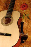 Guitare, rose, vin Photos stock