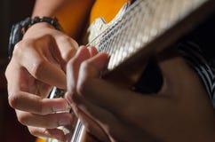 Guitare soloe, joueur de guitare image stock