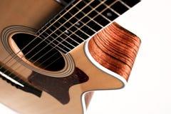Guitare sur le fond blanc photo stock