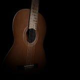 Guitare sur le fond noir Images stock
