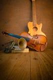 Guitare, trompette, violon photos libres de droits